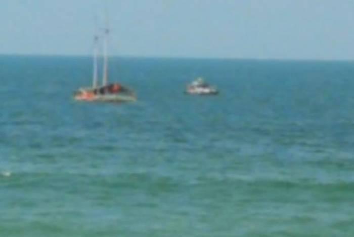 Escuna não tinha nenhum ocupante na hora em que afundou no mar