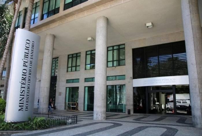 Por parte do MP-RJ, caberá à Força Tarefa de Atuação Integrada na Fiscalização das Ações Estaduais e Municipais de Enfrentamento à covid- 19 coordenar as medidas a serem adotadas