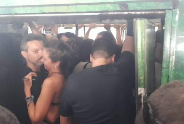 Confusão e muito empurra-empurra na hora de entrar no BRT