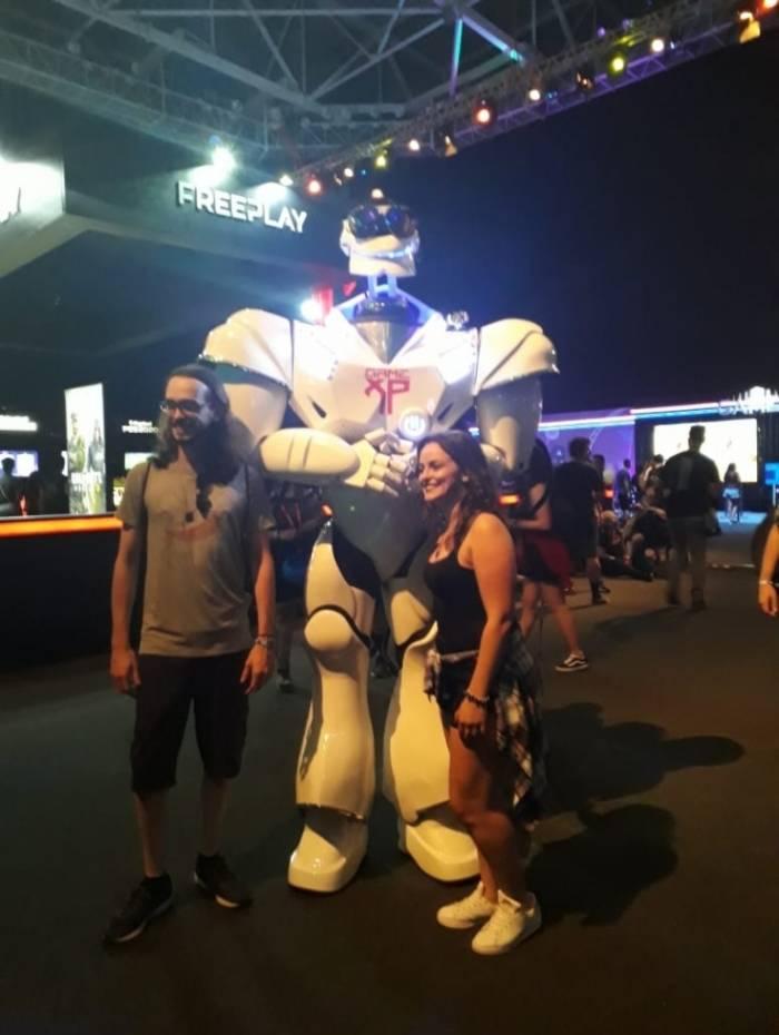 Robô que interagia com o público foi uma das atrações que fez sucesso em arena de jogos no Rock In Rio