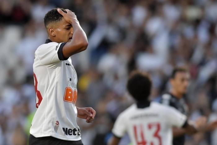 O jogador Marrony do Vasco  durante a partida entre Vasco e Santos , válida pelo Campeonato Brasileiro 2019 no Estádio São Januário no Rio de Janeiro (RJ), neste sábado (05).