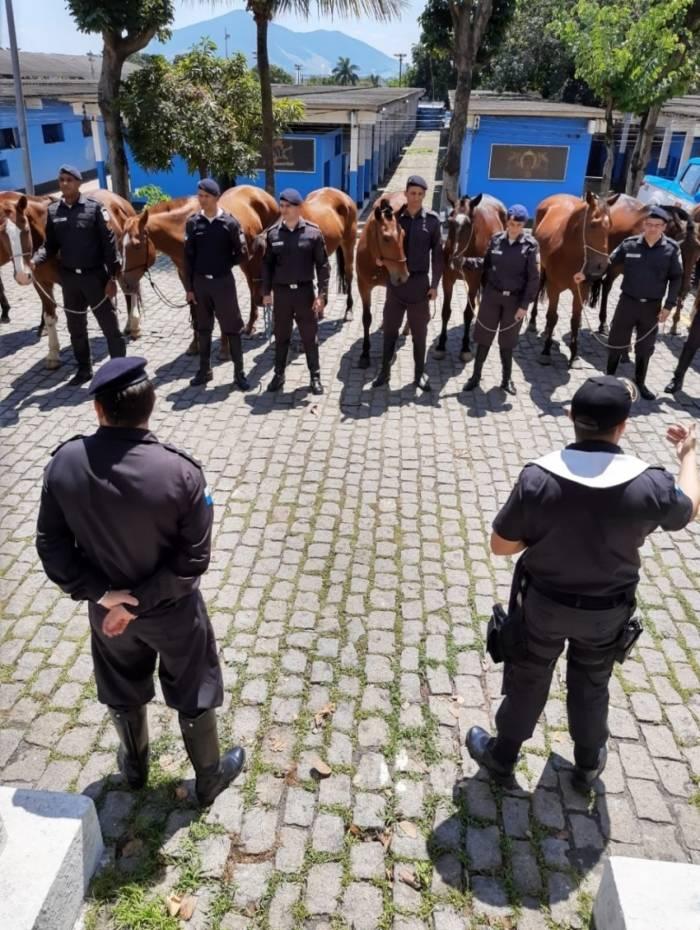 Cavalos da PM recebem bênçãos no Dia de São Francisco
