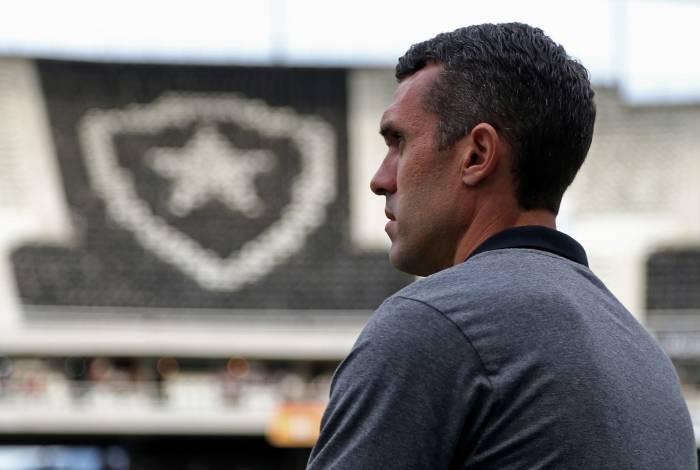 Bruno Lazaroni vai comandar o Botafogo no jogo de amanhã contra o Goiás, no Niltão