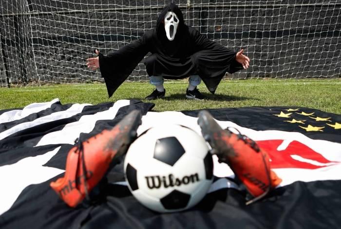 O fantasma parece crescer na hora dos chutes a gol: Botafogo e Vasco sentem o medo