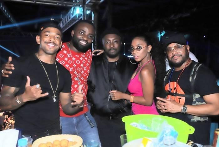 Black Eyed Peas curte noitada no Rio após iniciar gravação de novo clipe