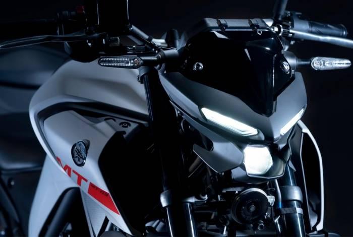 Dianteira da nova MT-03 tem iluminação toda em LED e visual mais agressivo
