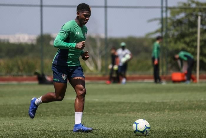 Yony González no treino do Fluminense