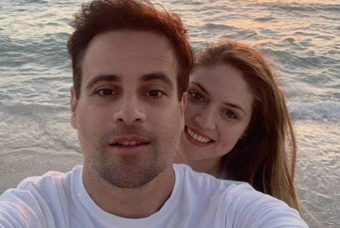 Rodrigo Scarpa e Gabriela Baptista são pais de uma menina