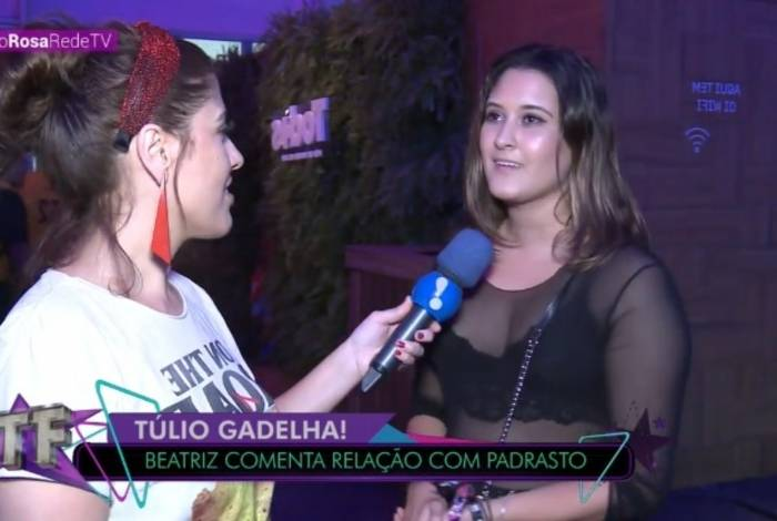 Beatriz Bonemer fala sobre relação com o namorado da mãe: 'a gente aceita'