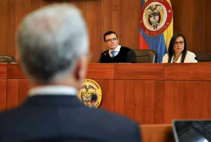 Alvaro Uribe depõe perante a Corte Suprema da Colômbia