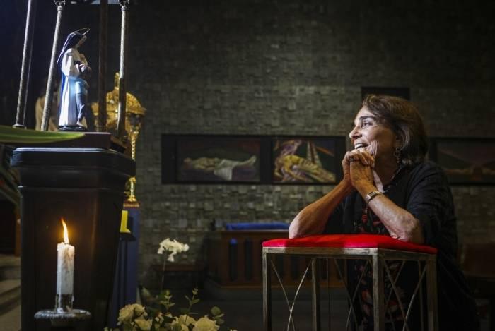 Maria Christina Sá, além de devota, trabalhou com Irmã Dulce. Ela presenteou a Igreja da Ressurreição, em Ipanema, com imagem da santa