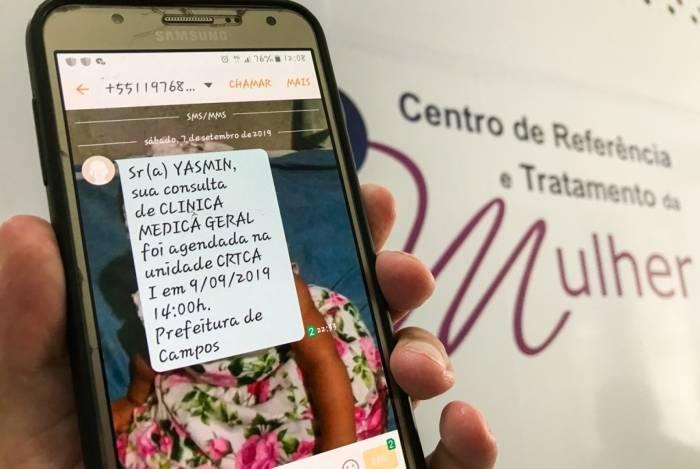 Os usuários das unidades de saúde de Campos recebem o aviso de marcação de consultas por mensagem de texto no celular, sem a necessidade de aguardar em filas