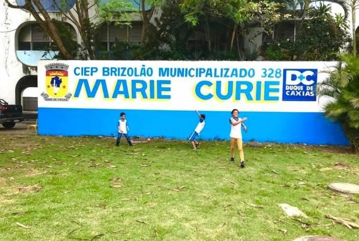 A escola fica localizada no bairro Chácaras Arcampo, no segundo distrito