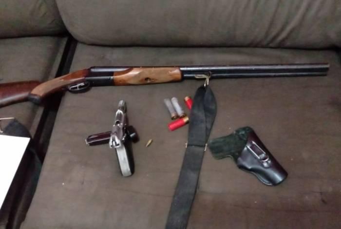 Armas apreendidas em operação contra milícia que atua em Austin, em Nova Iguaçu