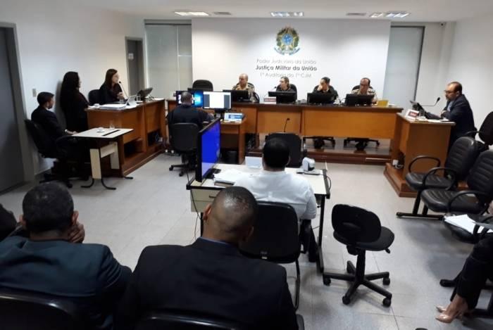 PMs são ouvidos em audiência como testemunha de militares do Exército que fuzilaram carro de músico em Guadalupe