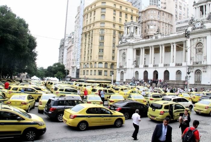 Taxistas fizeram protesto na Cinelândia, na última quinta-feira