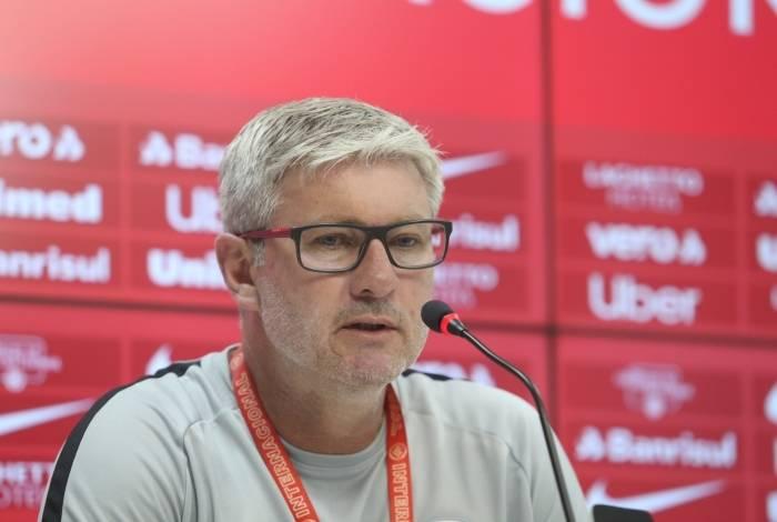 Novo treinador manterá alguns jogadores para o ano que vem