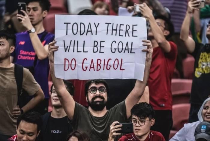 Torcedor leva cartaz para Gabigol