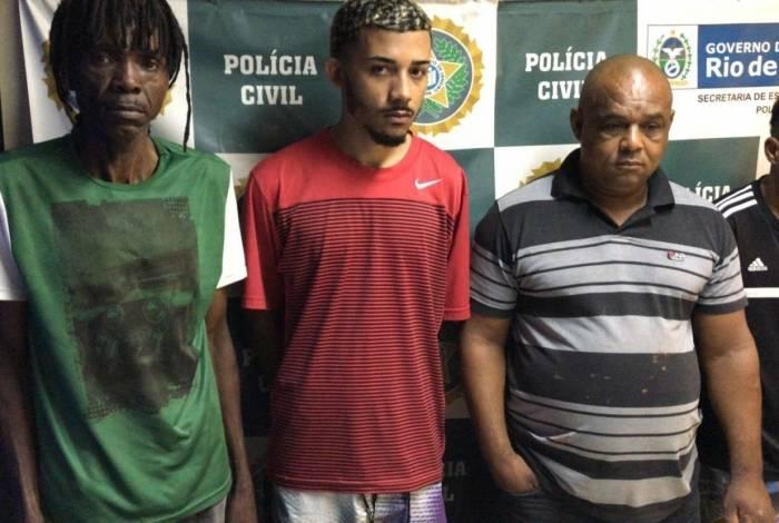 Jorge Luiz Barbosa Lopes (camisa polo listrada), 52 anos, é apontado como o maior ladrão de cargas da Baixada