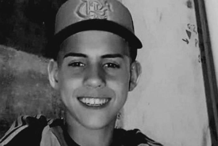 Kelvin Gomes Cavalcante, de 17 anos, aguardava para ser atendido em barbearia quando foi baleado no Para-Pedro