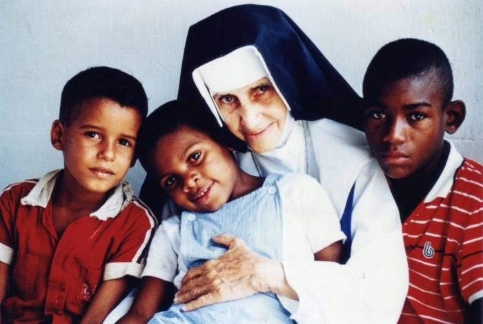 Até o fim da vida, Irmã Dulce continuou as obras de assistência aos pobres em Salvador, onde nasceu