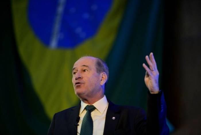 O ministro Fernando Azevedo e Silva disse que as causas da poluição por óleo em praias do Nordeste estão sendo investigadas