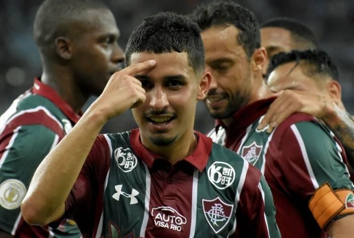 Danielzinho marcou de cabeça o segundo gol do Fluminense