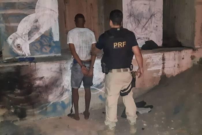 PRF prende suspeito de praticar roubos no Arco Metropolitano, em Duque de Caxias