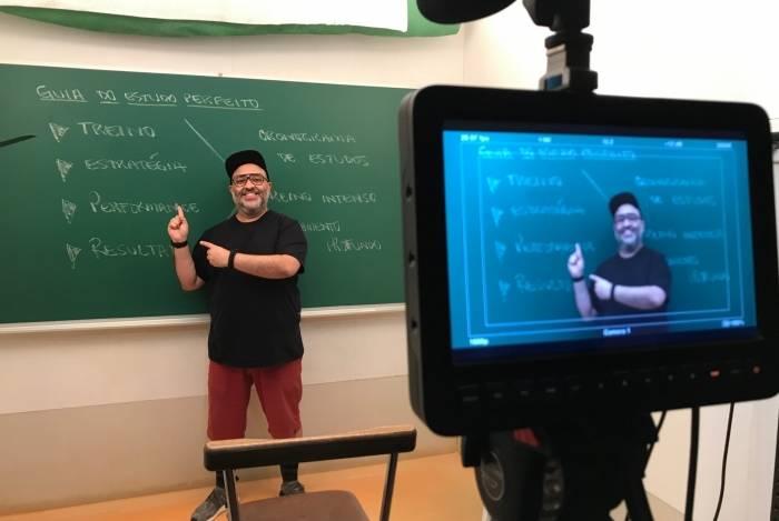 Ricardo Valladares, professor do Descomplica, dá dicas para o candidato atingir a nota 1000 na Redação e como se preparar faltando duas semanas para o exame
