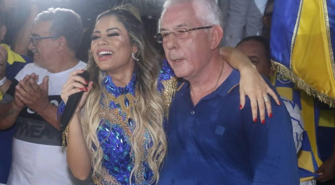 Lexa é coroada rainha de bateria da Unidos da Tijuca