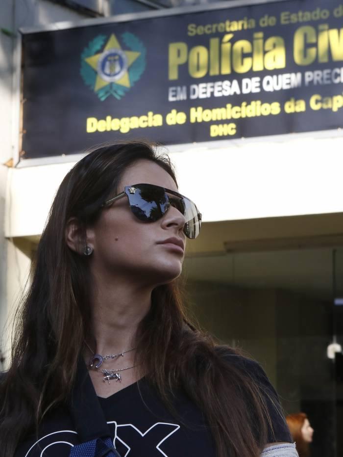 Rio de Janeiro - RJ  - 17/10/2019 - Policia - Depoimento de Shanna Garcia - Shanna Gracia sai da DHC, na Barra da Tijuca, zona norte do Rio, onde prestou depoimento sobre atentado sofrido -  Foto Reginaldo Pimenta / O Dia