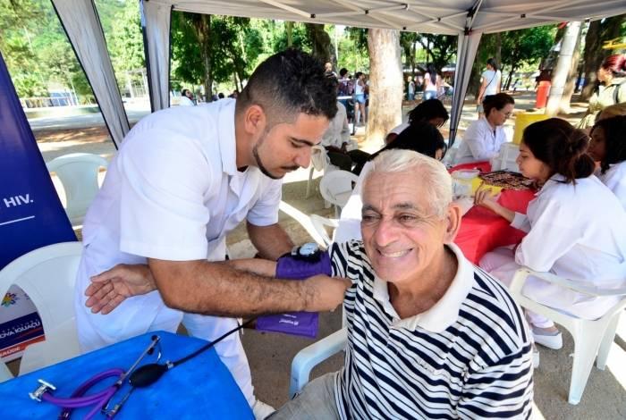 A Secretaria de Saúde vai prestar vários atendimentos aos idosos, como a aferição da  pressão arterial e a glicemia capilar