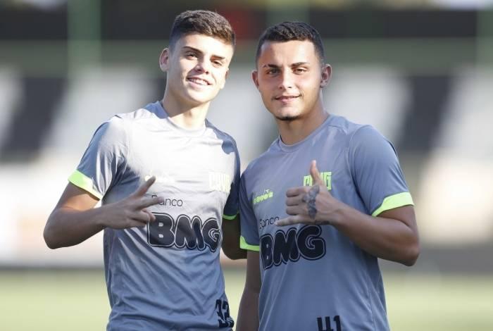 Ao lado de Gabriel Pec, Bruno Gomes, à direita, celebra o momento de afirmação como profissional