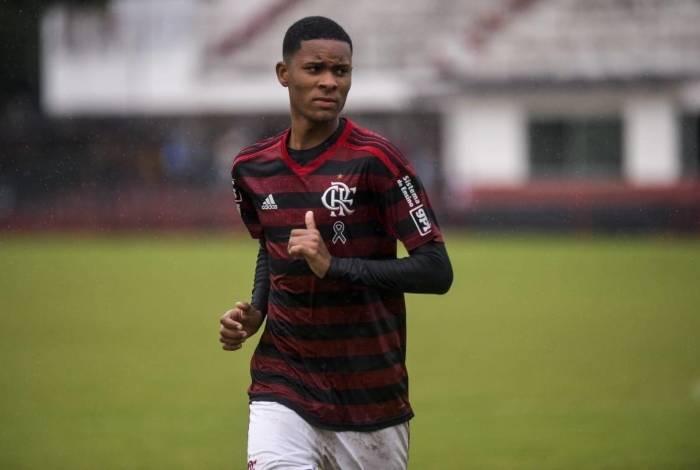 Veja o que há de verdade nos interesses dos clubes europeus em Caio Roque, joia do Flamengo