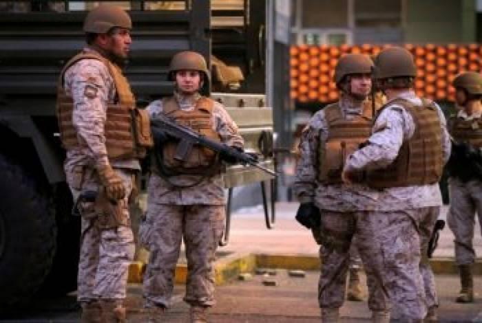Militares patrulham ruas de Santiago