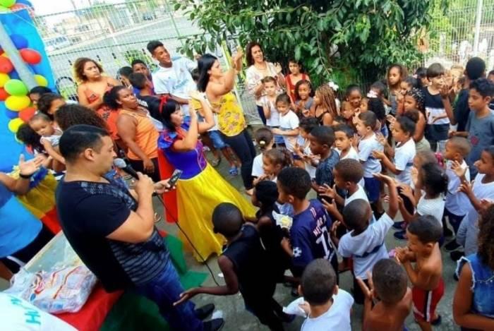 Moradores arrecadam mais de 700 brinquedos e fazem a alegria de crianças na Tijuca