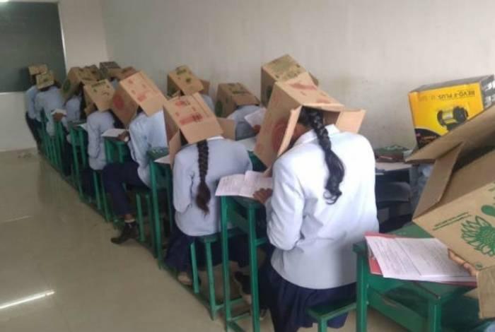 Escola pediu desculpa depois de fotos dos alunos com caixas de papelão na cabeça