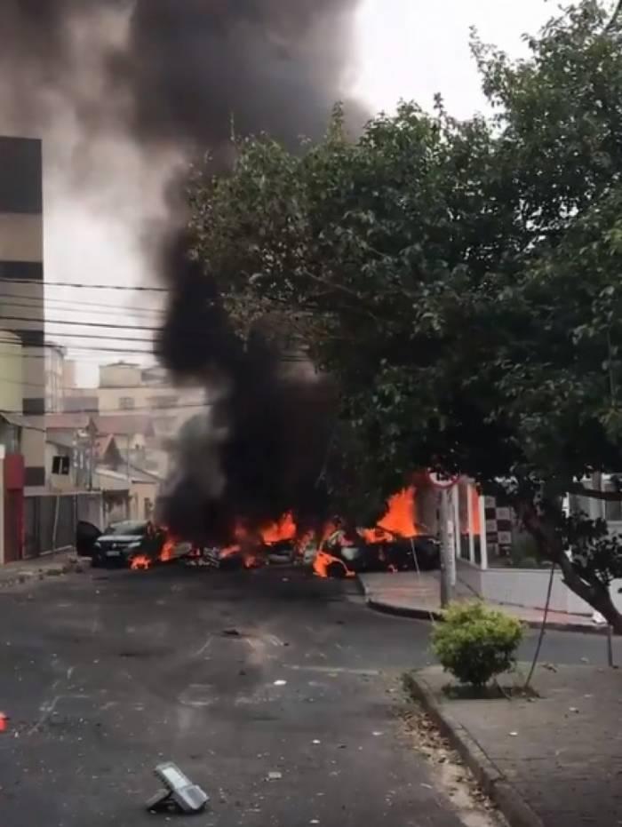 Avião caiu em área residencial de Belo Horizonte