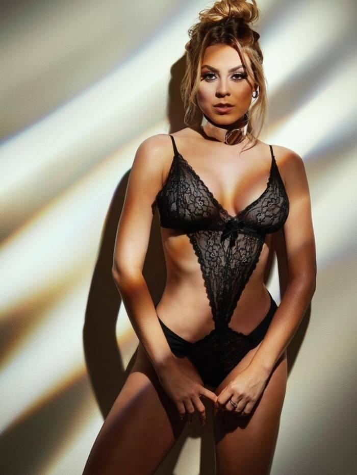 Isabella Cecchi posa de lingerie