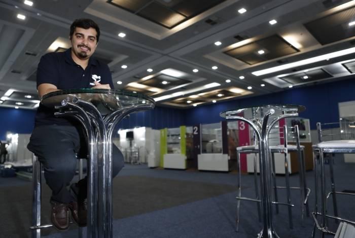 Gleidson Machado entre as estruturas do evento, que acontece no Centro de Convenções SulAmérica