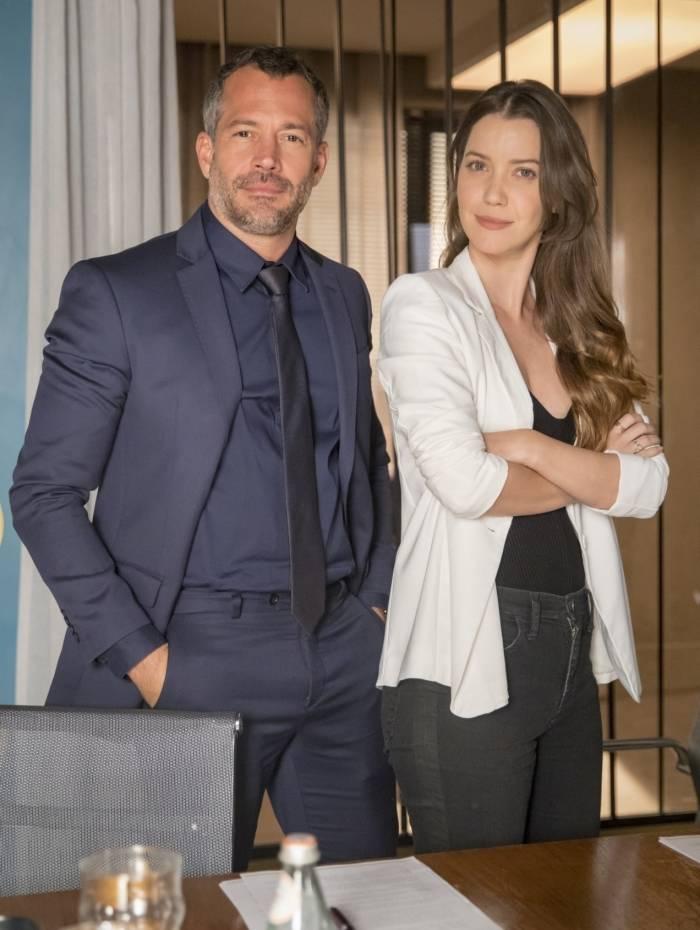 Agno (Malvino Salvador) e  Fabiana (Nathalia Dill)