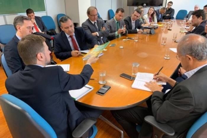 Wagner Lenhart (de costas) já se reuniu em outubro de 2019 com o Fonacate; reuniões continuam