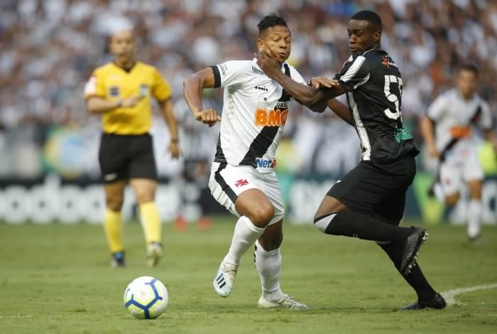 Guarín lutou em seu primeiro jogo como titular, mas está mal fisicamente