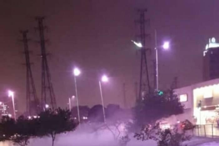 A Via Light, no Centro de Nova Iguaçu, ficou coberta pelo granizo depois da forte chuva de sexta-feira