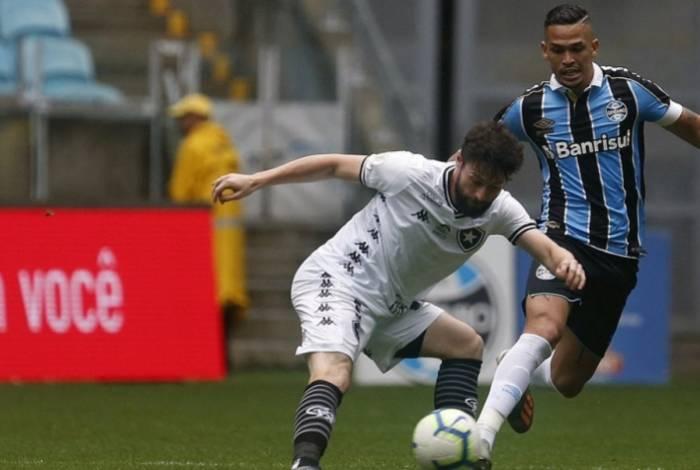 Botafogo joga mal e é derrotado pelo Grêmio