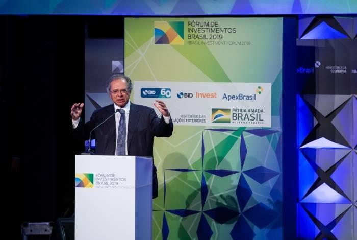 Paulo Guedes defende congelamento de gastos com o serviço público