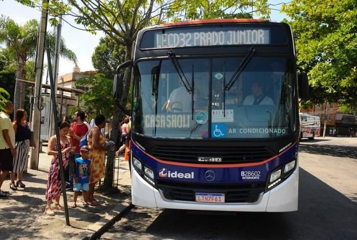 Prefeitura inaugura linha de ônibus entre Ilha e Copacabana
