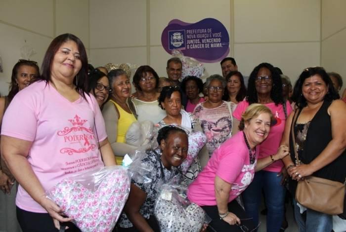 Kátia Cristina e outras pacientes ficaram felizes com a nova sala de fisioterapia mastológica