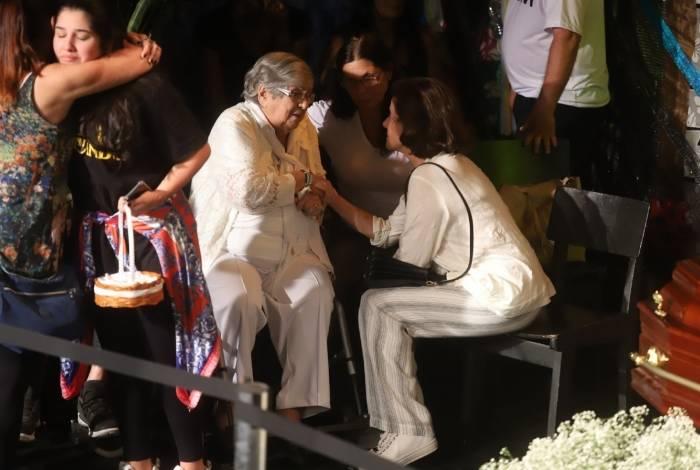 Dona Hilda Rebello, mãe de Jorge Fernando, e Marieta Severo