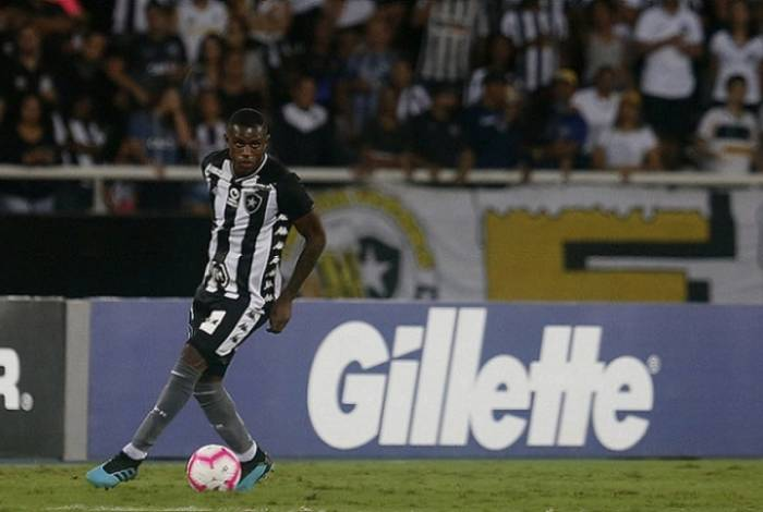 Marcelo se lesionou na vitória do Botafogo sobre o CSA